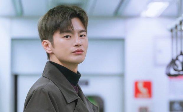 6 nam thần không tuổi ở phim Hàn: Song Joong Ki bị thời gian bỏ quên nhưng anh Diệt Seo In Guk mới gây bất ngờ - Ảnh 26.