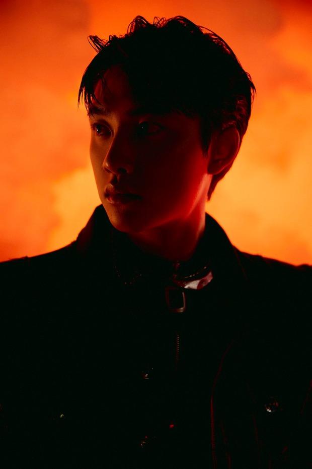Bộ ảnh teaser comeback của EXO: Nhan sắc trẻ trung dù bị dìm, vốn được cài cắm hint từ MV của tình cũ Jennie? - Ảnh 3.