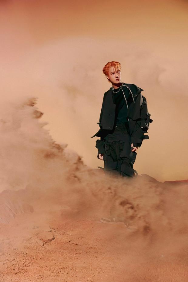 Bộ ảnh teaser comeback của EXO: Nhan sắc trẻ trung dù bị dìm, vốn được cài cắm hint từ MV của tình cũ Jennie? - Ảnh 14.