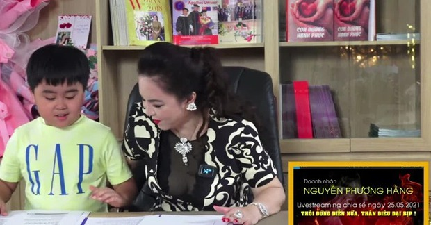 Tỷ phú trẻ nhất Việt Nam cho clip mới toanh lên sóng ngay lúc mẹ Phương Hằng livestream: Cao thủ của sự tranh thủ - Ảnh 1.