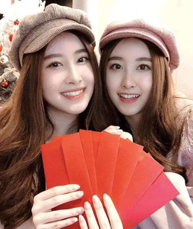 Cặp chị em sinh đôi thiên thần được mệnh danh đẹp nhất Đài Loan gây ngỡ ngàng với diện mạo ở tuổi thiếu nữ sau 16 năm - Ảnh 5.