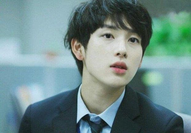 6 nam thần không tuổi ở phim Hàn: Song Joong Ki bị thời gian bỏ quên nhưng anh Diệt Seo In Guk mới gây bất ngờ - Ảnh 16.