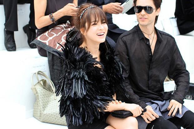 Hot lại ảnh Song Hye Kyo sánh đôi bên tài tử Joker 10 năm trước, visual quá khác lạ nhưng chiếm trọn spotlight giữa sự kiện quốc tế - Ảnh 4.