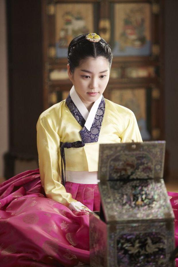 Hóa ra bạn gái Lee Seung Gi là con cháu hoàng gia ở Hàn Quốc, bảo sao visual sang đến vậy trong tạo hình cổ trang - Ảnh 6.