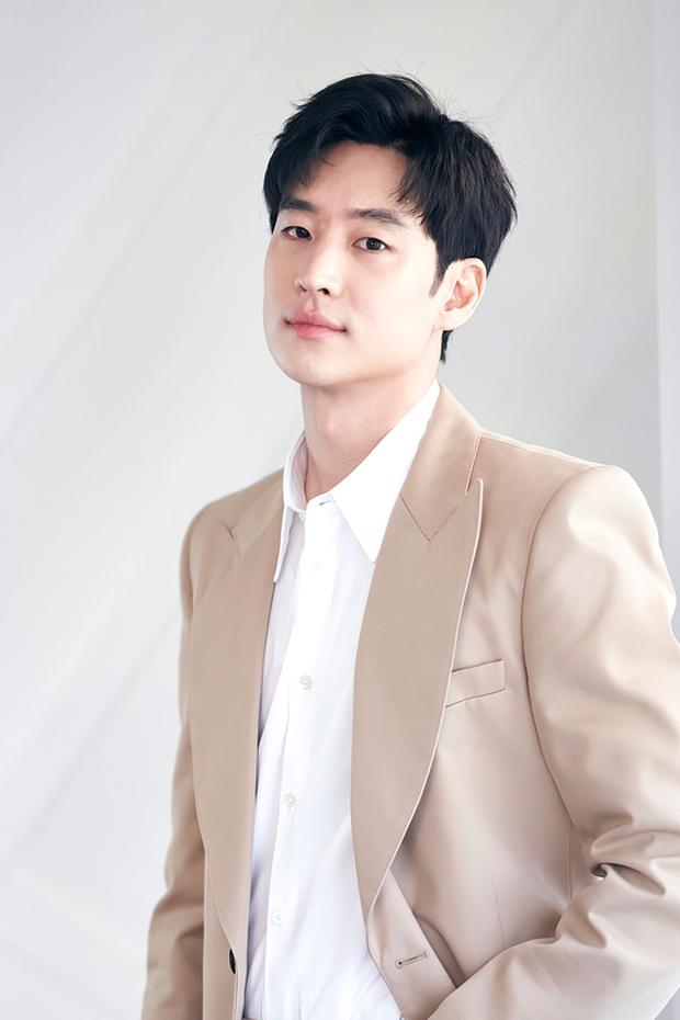 6 nam thần không tuổi ở phim Hàn: Song Joong Ki bị thời gian bỏ quên nhưng anh Diệt Seo In Guk mới gây bất ngờ - Ảnh 21.