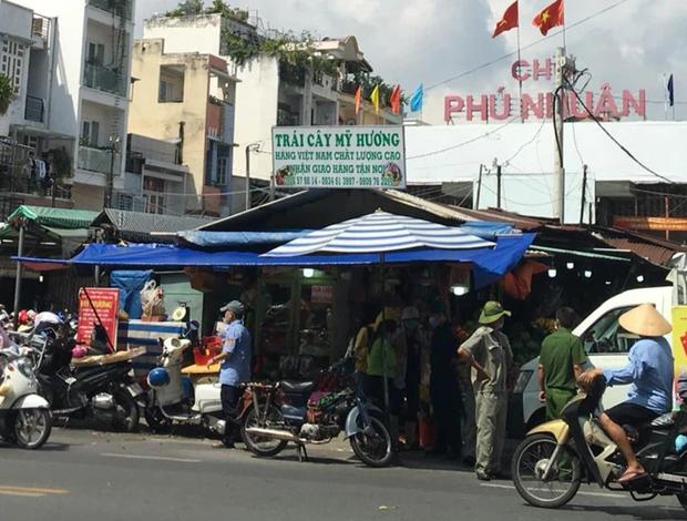 TP.HCM ra công văn KHẨN: Tổ chức giãn cách tại các chợ TTTM, siêu thị, truyền thống, chợ đêm, chợ đầu mối - Ảnh 2.