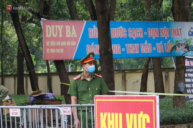 Ảnh: Phong toả chợ Xanh và chung cư CT3B tại Văn Quán vì liên quan ca dương tính SARS-CoV-2 - Ảnh 5.