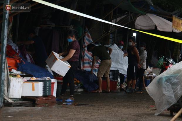 Ảnh: Phong toả chợ Xanh và chung cư CT3B tại Văn Quán vì liên quan ca dương tính SARS-CoV-2 - Ảnh 3.