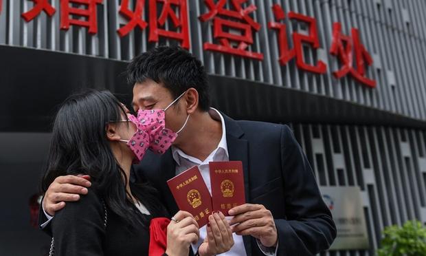 Nở rộ xu hướng gia đình hào môn gả con gái cho trai nhà nghèo ở Trung Quốc - Ảnh 2.