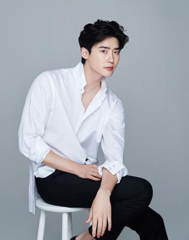 6 nam thần không tuổi ở phim Hàn: Song Joong Ki bị thời gian bỏ quên nhưng anh Diệt Seo In Guk mới gây bất ngờ - Ảnh 11.