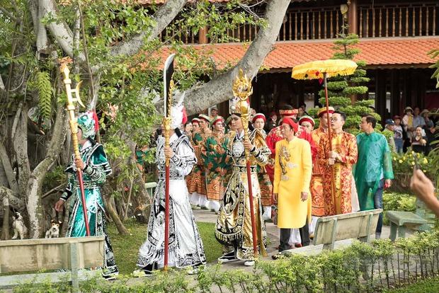 Sống giản dị, NS Hoài Linh lại có khối tài sản khổng lồ: Kim cương đong lon, trầm hương xa xỉ đến nhà thờ Tổ 7000m2 hàng trăm tỷ - Ảnh 8.