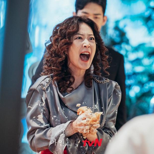 12 chi tiết giàu điên rồ của drama Mine: Nữ tu sĩ diện túi nghìn đô, thưởng nóng 16 tỷ để bịt miệng người ở - Ảnh 16.