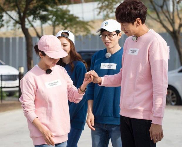 Fan khui lại tấm ảnh định mệnh của Running Man: Song Ji Hyo đứng chung với 3 thành viên đã rời khỏi show - Ảnh 1.