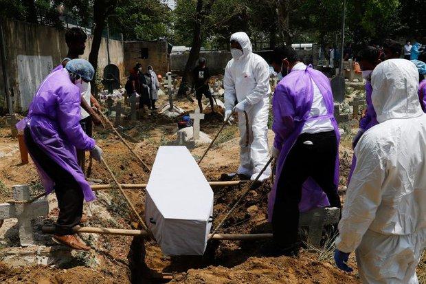Nhật ký đau đớn giữa địa ngục Covid Ấn Độ: Nữ giáo sư 38 tuổi liên tục cập nhật tình trạng của mình, cầu cứu xin giường bệnh trong vô vọng đến lúc chết - Ảnh 3.