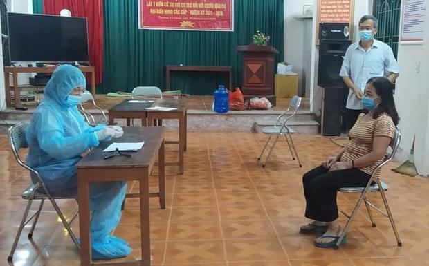 Trong tâm dịch Bắc Ninh, quặn lòng trước câu hỏi: Sao mẹ đi lâu thế, bao giờ mẹ về? - Ảnh 1.