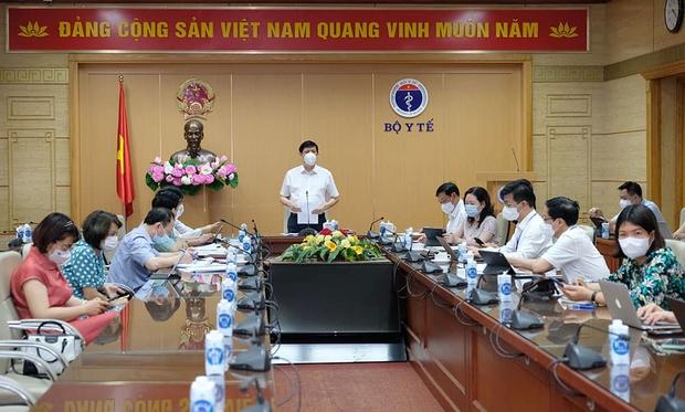 Bộ Y tế họp khẩn: 55% F1 thành F0 tại 1 ổ dịch, Bắc Giang phải đẩy nhanh hơn nữa tiến độ xét nghiệm - Ảnh 1.