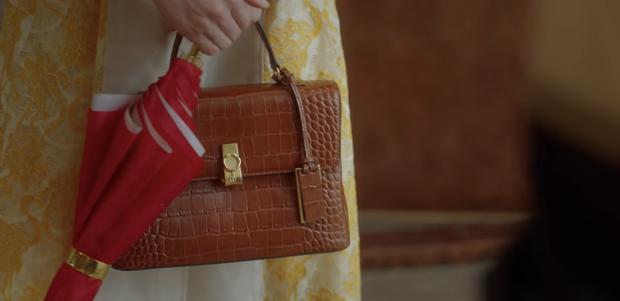 12 chi tiết giàu điên rồ của drama Mine: Nữ tu sĩ diện túi nghìn đô, thưởng nóng 16 tỷ để bịt miệng người ở - Ảnh 19.