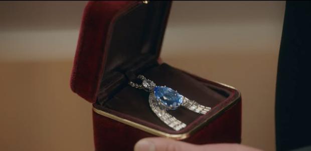 12 chi tiết giàu điên rồ của drama Mine: Nữ tu sĩ diện túi nghìn đô, thưởng nóng 16 tỷ để bịt miệng người ở - Ảnh 30.
