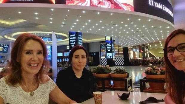 Công chúa Dubai từng gây chấn động MXH với video cầu cứu vì bị cầm tù lộ diện sau nhiều tháng biến mất bí ẩn thu hút sự chú ý lớn - Ảnh 2.