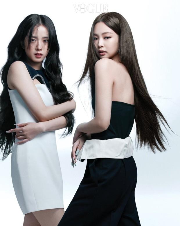 Trọn bộ ảnh tạp chí đang gây bão MXH của BLACKPINK: Rosé F5 tóc là lột xác hẳn, Lisa - Jisoo đột phá nhưng không át nổi Jennie - Ảnh 23.