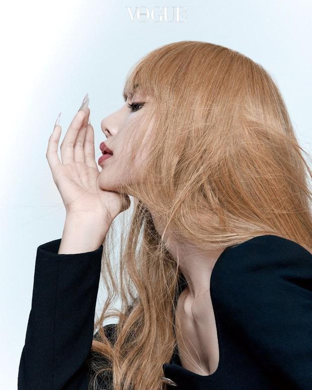 Trọn bộ ảnh tạp chí đang gây bão MXH của BLACKPINK: Rosé F5 tóc là lột xác hẳn, Lisa - Jisoo đột phá nhưng không át nổi Jennie - Ảnh 14.
