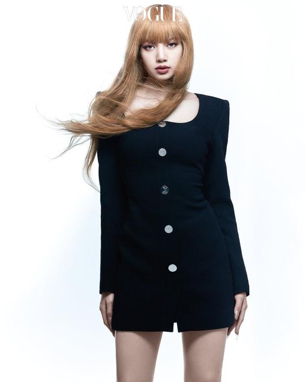 Trọn bộ ảnh tạp chí đang gây bão MXH của BLACKPINK: Rosé F5 tóc là lột xác hẳn, Lisa - Jisoo đột phá nhưng không át nổi Jennie - Ảnh 15.