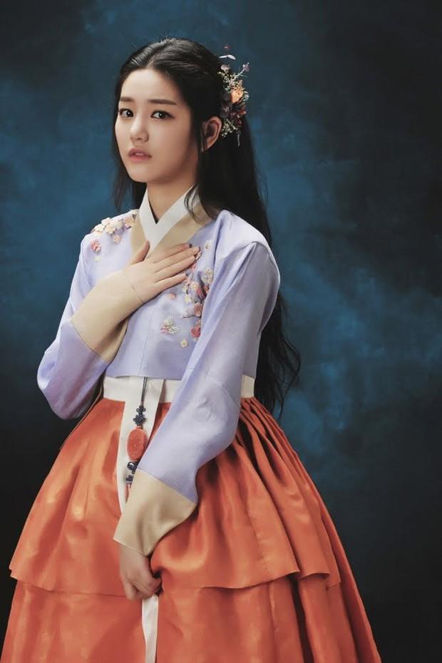 Hóa ra bạn gái Lee Seung Gi là con cháu hoàng gia ở Hàn Quốc, bảo sao visual sang đến vậy trong tạo hình cổ trang - Ảnh 7.