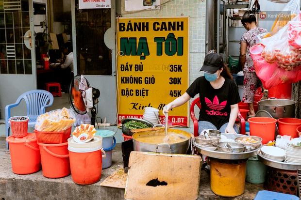 Quán xá Sài Gòn đồng loạt treo biển bán mang về: Nơi vẫn thấy đông người chờ mua, chỗ thì đóng cửa luôn vì quá ế ẩm - Ảnh 21.