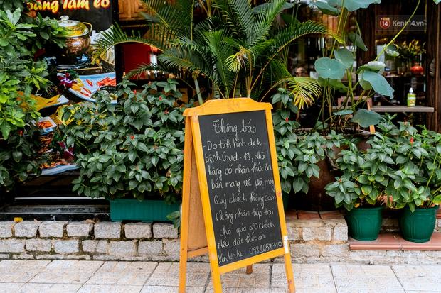 Quán xá Sài Gòn đồng loạt treo biển bán mang về: Nơi vẫn thấy đông người chờ mua, chỗ thì đóng cửa luôn vì quá ế ẩm - Ảnh 11.