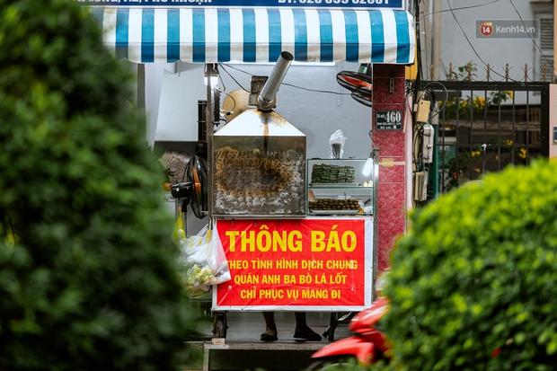 Quán xá Sài Gòn đồng loạt treo biển bán mang về: Nơi vẫn thấy đông người chờ mua, chỗ thì đóng cửa luôn vì quá ế ẩm - Ảnh 4.