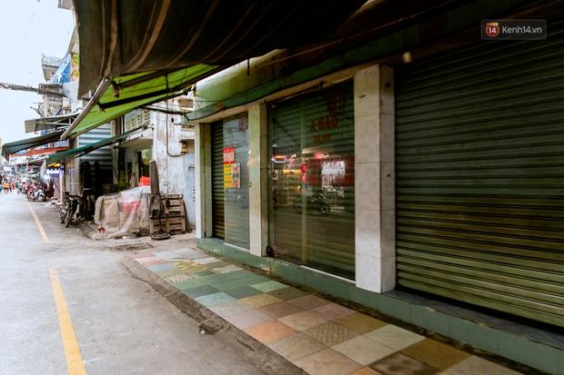 Quán xá Sài Gòn đồng loạt treo biển bán mang về: Nơi vẫn thấy đông người chờ mua, chỗ thì đóng cửa luôn vì quá ế ẩm - Ảnh 46.