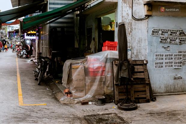 Quán xá Sài Gòn đồng loạt treo biển bán mang về: Nơi vẫn thấy đông người chờ mua, chỗ thì đóng cửa luôn vì quá ế ẩm - Ảnh 47.