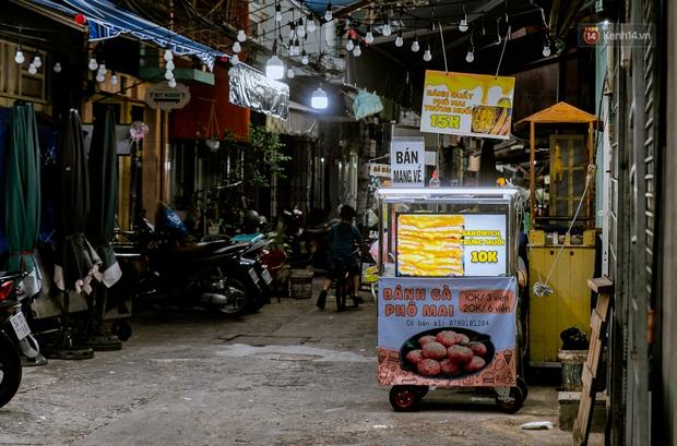 Quán xá Sài Gòn đồng loạt treo biển bán mang về: Nơi vẫn thấy đông người chờ mua, chỗ thì đóng cửa luôn vì quá ế ẩm - Ảnh 51.