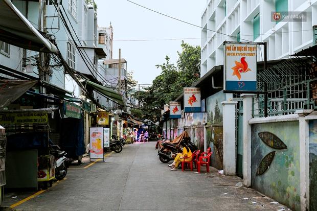 Quán xá Sài Gòn đồng loạt treo biển bán mang về: Nơi vẫn thấy đông người chờ mua, chỗ thì đóng cửa luôn vì quá ế ẩm - Ảnh 50.