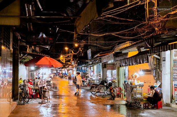 Quán xá Sài Gòn đồng loạt treo biển bán mang về: Nơi vẫn thấy đông người chờ mua, chỗ thì đóng cửa luôn vì quá ế ẩm - Ảnh 33.