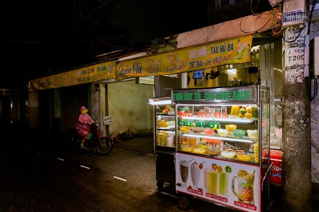 Quán xá Sài Gòn đồng loạt treo biển bán mang về: Nơi vẫn thấy đông người chờ mua, chỗ thì đóng cửa luôn vì quá ế ẩm - Ảnh 35.