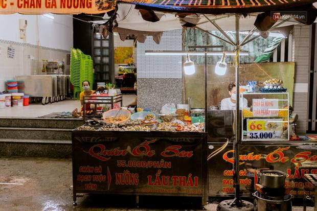 Quán xá Sài Gòn đồng loạt treo biển bán mang về: Nơi vẫn thấy đông người chờ mua, chỗ thì đóng cửa luôn vì quá ế ẩm - Ảnh 34.