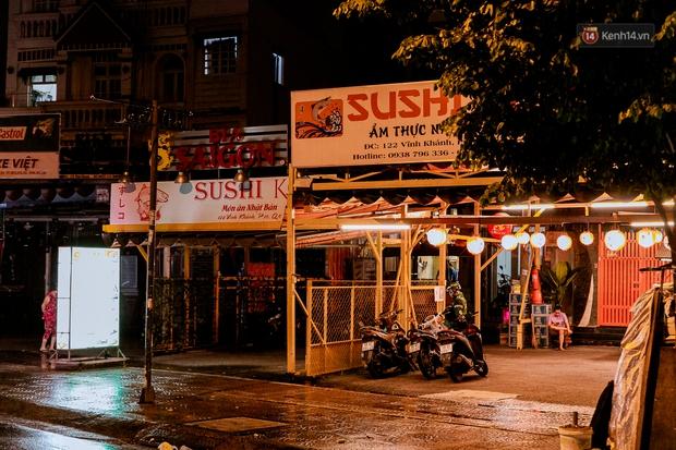 Quán xá Sài Gòn đồng loạt treo biển bán mang về: Nơi vẫn thấy đông người chờ mua, chỗ thì đóng cửa luôn vì quá ế ẩm - Ảnh 43.