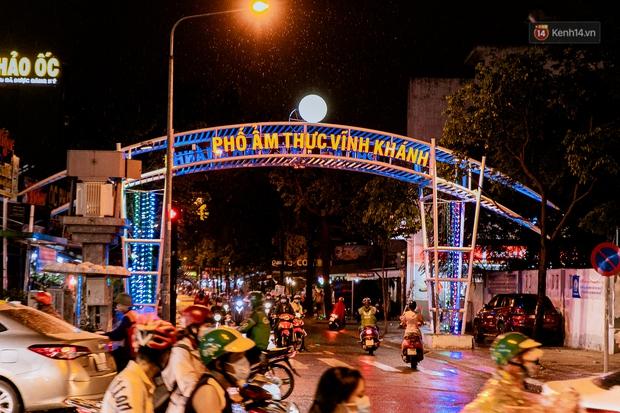 Quán xá Sài Gòn đồng loạt treo biển bán mang về: Nơi vẫn thấy đông người chờ mua, chỗ thì đóng cửa luôn vì quá ế ẩm - Ảnh 42.