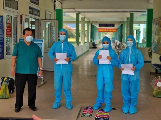 Thêm 2 học sinh ở Đà Nẵng bị lây Covid-19 từ người thân, trong đó 1 ca xét nghiệm 3 lần mới phát hiện dương tính - Ảnh 2.