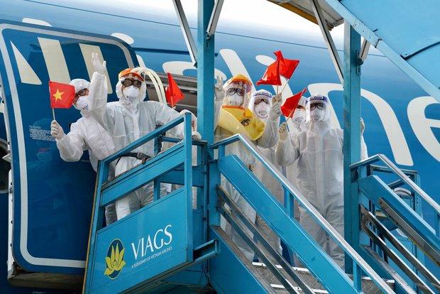 Vietnam Airlines vận chuyển miễn phí nhân lực cùng hành lý đi kèm để phòng chống dịch cho Bắc Ninh, Bắc Giang - Ảnh 1.