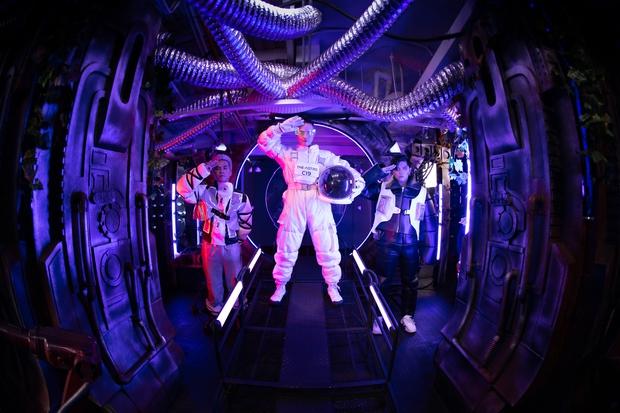 Hóa thân thành phi hành gia, Thanh Duy chơi lớn khi đầu tư hẳn cả… tàu vũ trụ tại The Heroes - Ảnh 2.