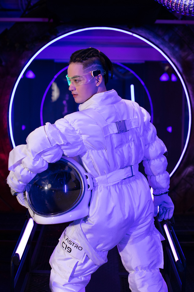 Hóa thân thành phi hành gia, Thanh Duy chơi lớn khi đầu tư hẳn cả… tàu vũ trụ tại The Heroes - Ảnh 4.