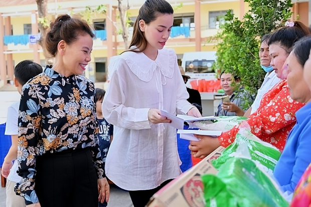 Mẹ Hà Hồ cuối cũng đã nói rõ về chuyện Trấn Thành chuyển 6,45 tỷ tiền cứu trợ miền Trung kèm hình ảnh, thông tin minh bạch - Ảnh 8.