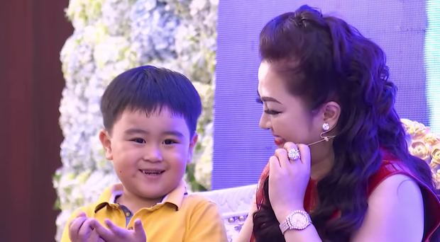 Tỷ phú nhỏ tuổi nhất Việt Nam đăng video không có tiếng, cả chục ngàn người vẫn vào xem say sưa - Ảnh 1.