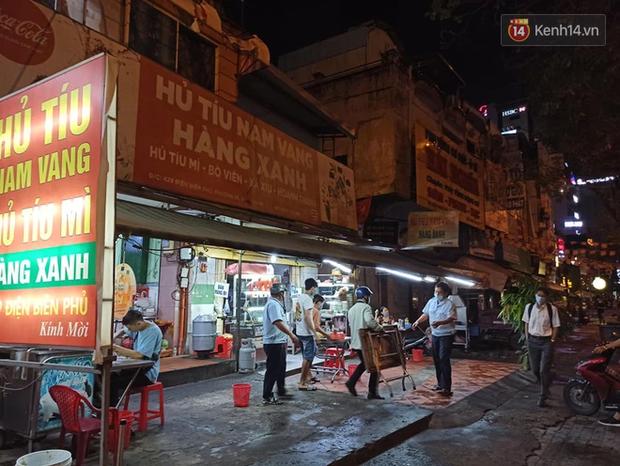 3 quán cafe ở Sài Gòn bị xử phạt 60 triệu đồng vì nhận hàng chục khách ngồi tại chỗ - Ảnh 6.