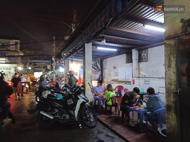 3 quán cafe ở Sài Gòn bị xử phạt 60 triệu đồng vì nhận hàng chục khách ngồi tại chỗ - Ảnh 7.