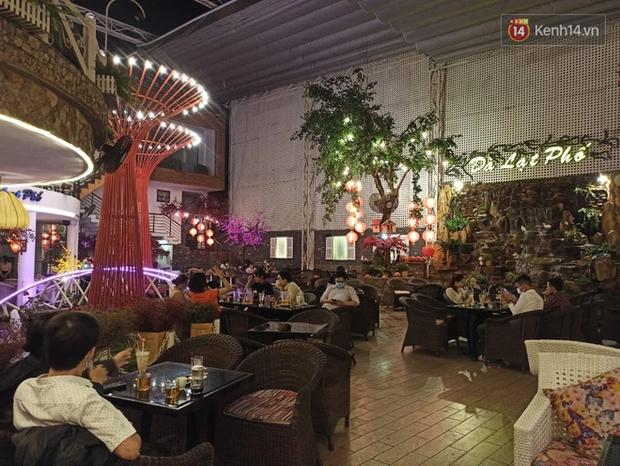 3 quán cafe ở Sài Gòn bị xử phạt 60 triệu đồng vì nhận hàng chục khách ngồi tại chỗ - Ảnh 5.