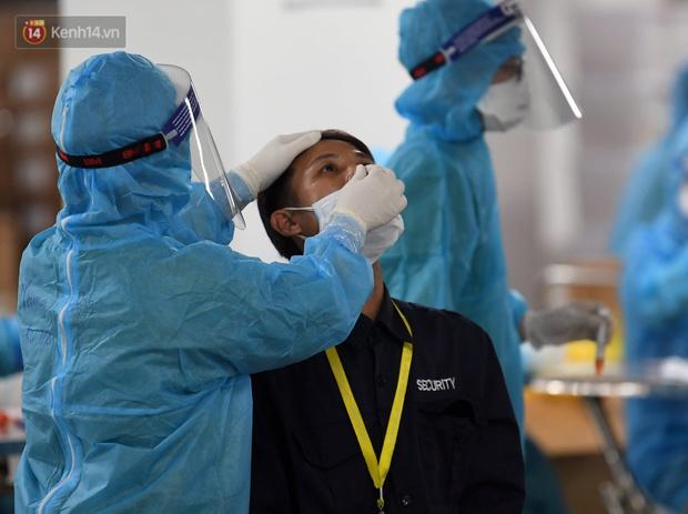 Khẩn: Test nhanh Covid-19 hàng tuần cho người lao động trong các cơ sở sản xuất kinh doanh, khu công nghiệp - Ảnh 1.