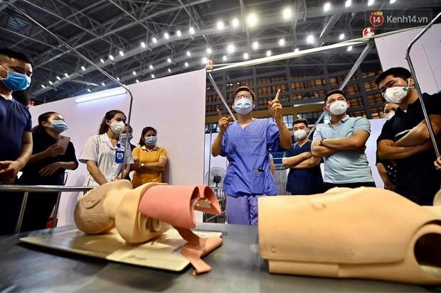 Cận cảnh bệnh viện dã chiến Bắc Giang đang khẩn trương hoàn thiện để điều trị bệnh nhân Covid-19 - Ảnh 10.